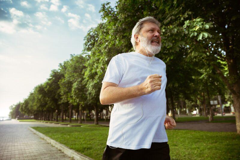 Как следить за здоровьем пожилых