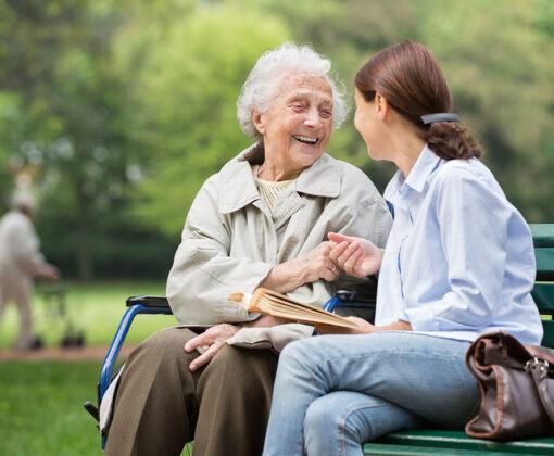 Как наладить общение с пожилыми людьми