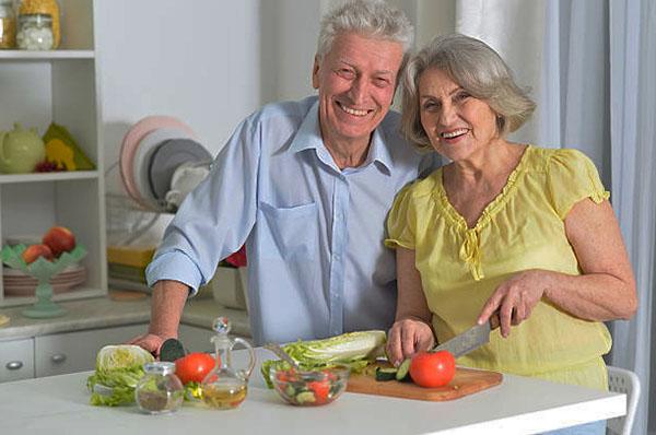 Какая зелень должна присутствовать в рационе пожилых людей