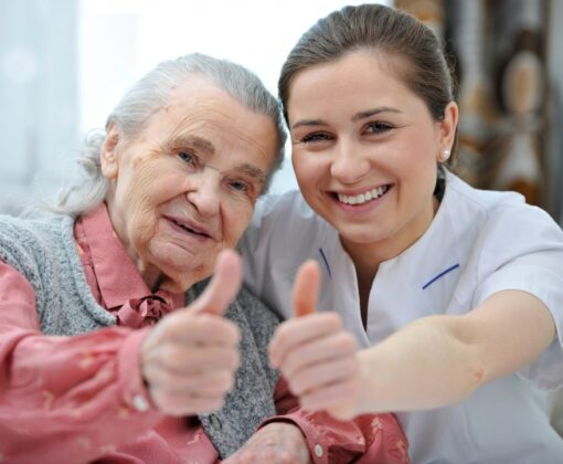 С кем оставить пожилого родственника на время отпуска или командировки